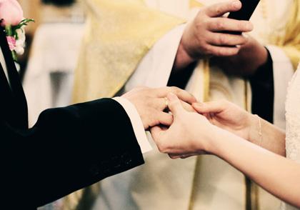 umawianie się z kimś związanym przez małżeństwo